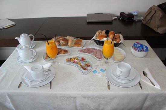 Villa Pampilhosa Hotel: Pequeno-almoço servido no quarto
