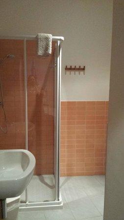 B&B Ponte Manin : Banheiro novo e bem equipado