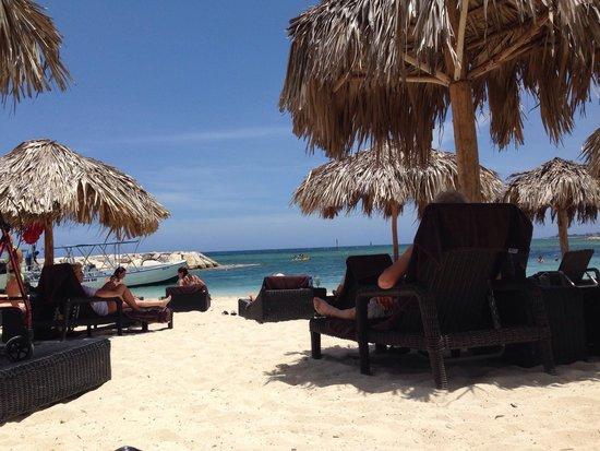 Secrets Wild Orchid Montego Bay : Beach area by Sea Side Grill