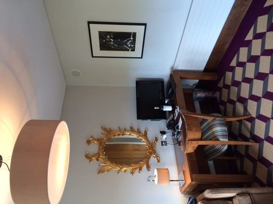 Fitzwilliam Hotel Dublin: Small desk area