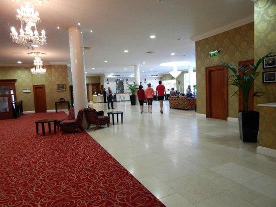 Grand Hotel Malahide: Huge Lobby/Reception