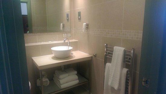 Holiday Inn Sheffield: modern bathroom