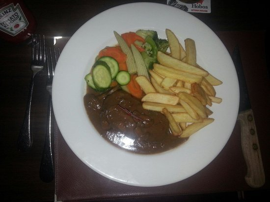 Hobo's Steak House (Not Hobo Cafe): Meat with mushrooms sauce and fries
