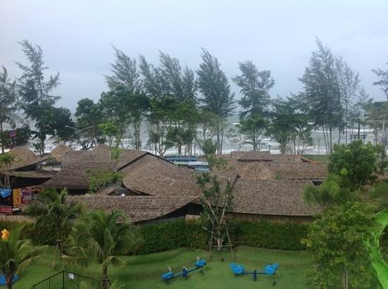 Holiday Inn Resort Krabi Ao Nang Beach : another view
