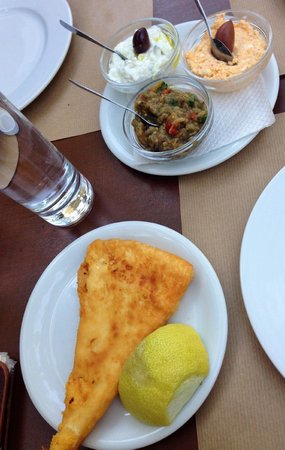 To Trikyklo: Saganaki and the 3 dips