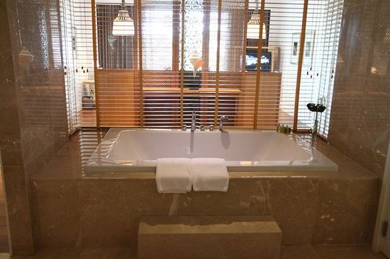 InterContinental Hua Hin Resort: bathtube