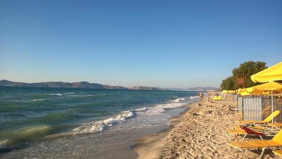 Holiday Village Kos by Atlantica: пляж у отеля