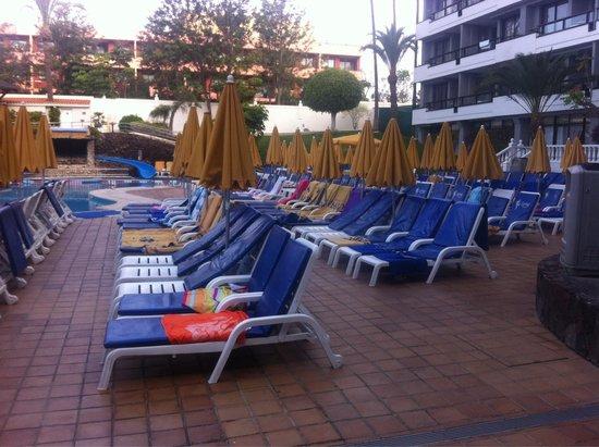 Spring Hotel Bitacora : Tumbonas de la piscina infantil