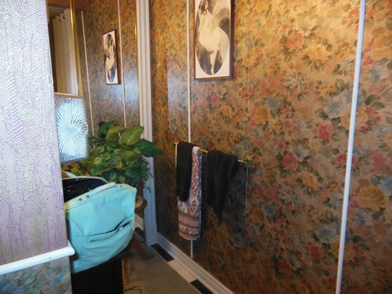 Wickwire House Bed and Breakfast: bathroom
