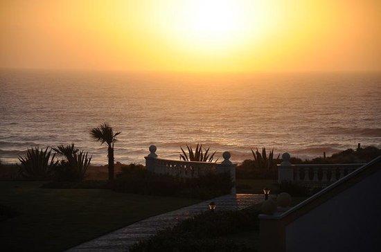 Praia D'El Rey Marriott Golf & Beach Resort : tramonto sull'oceano.