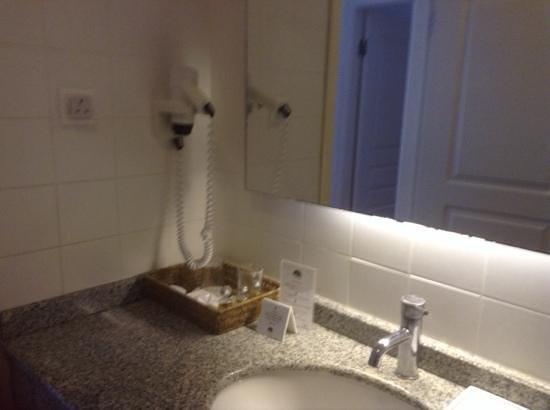 Meis Apart: nice bathroom