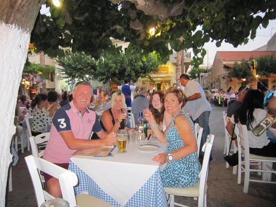 Saradari Apartments : Cretan night in the old town!