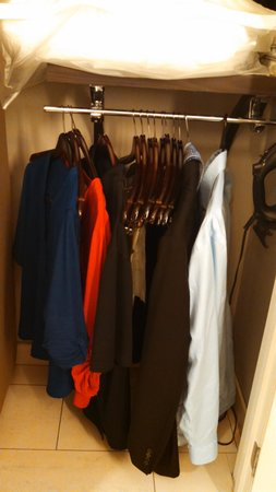 HYATT house Charlotte Center City: Low closet, clothes touching floor