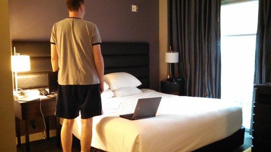 HYATT house Charlotte Center City: Really low bed