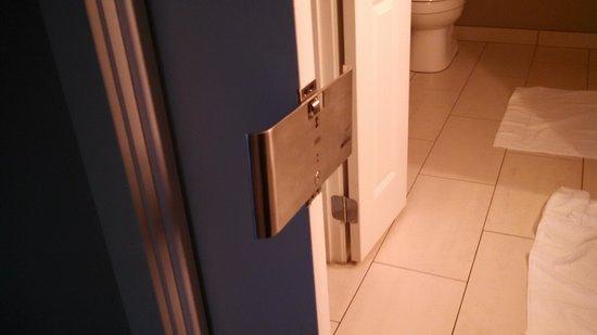HYATT house Charlotte Center City: Kept getting locked in bathroom