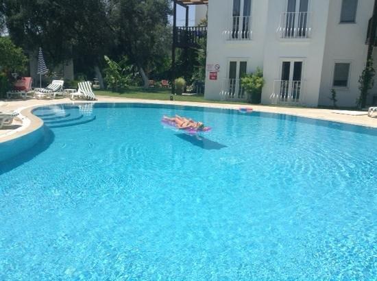 Meis Apart: quiet pool