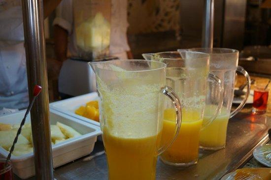 Hotel Palace Hammamet Marhaba : соки на завтрак