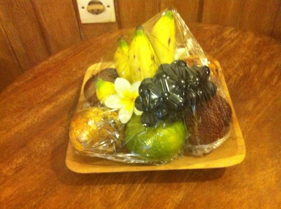 Keraton Jimbaran Beach Resort : canasta de frutas