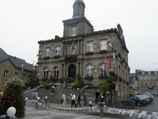 Entr e du restaurant photo de hotel saint pierre villedieu les po les tripadvisor - Office du tourisme villedieu les poeles ...