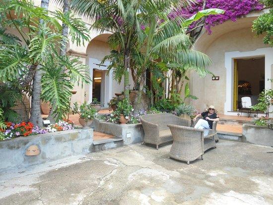 Hotel Palazzo Murat : jardin de ingreso