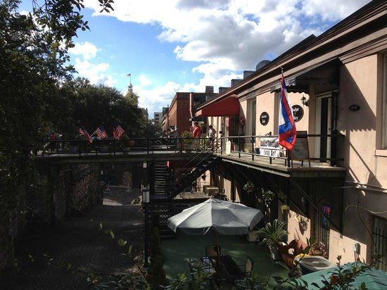 River Street Inn: next door to the hotel