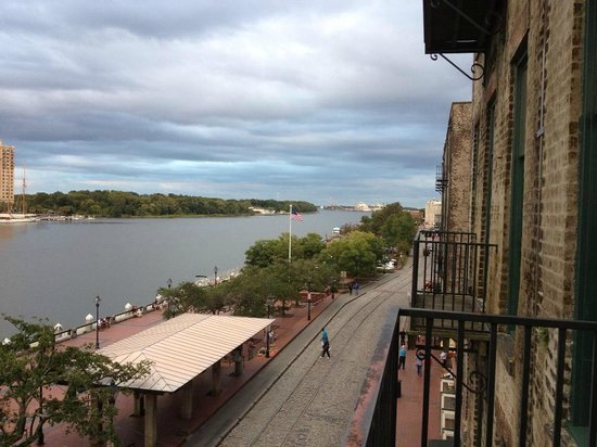 River Street Inn : view from the balcony over river street
