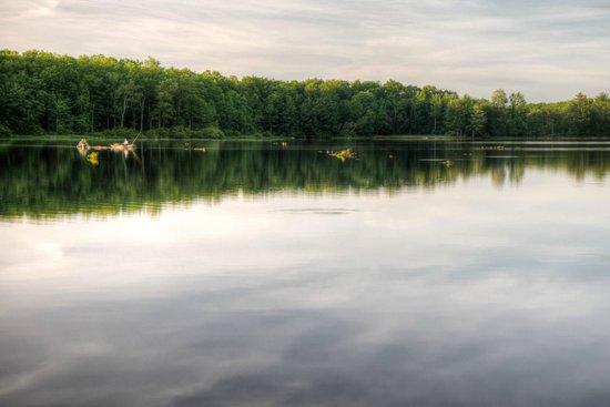 Otter Lake Camp Resort: Evning Bass Fishing at Otter Lake
