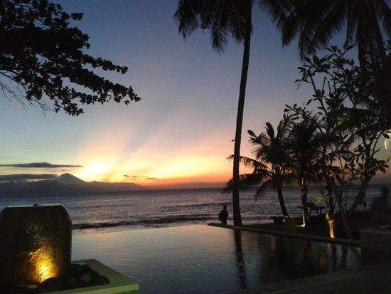 Qunci Villas Hotel: Sunset from Lombok