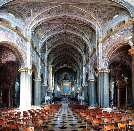 Duomo di cremona dettaglio facciata foto di cattedrale for Cose cremona