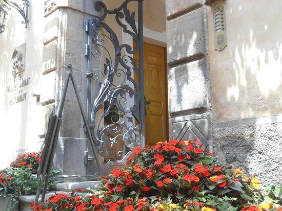 Hotel Palazzo Murat: detalles de la puerta de ingreso