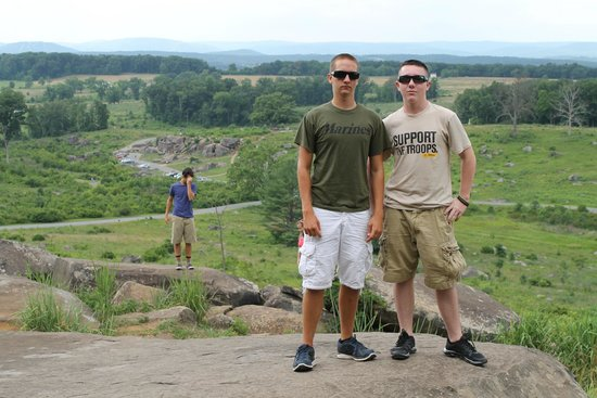 Gettysburg National Military Park : Little Round Top looking down toward the Devil's Den