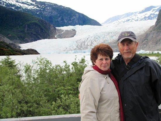 Mendenhall Glacier Visitor Center: Bruce and Susan at the Glacier