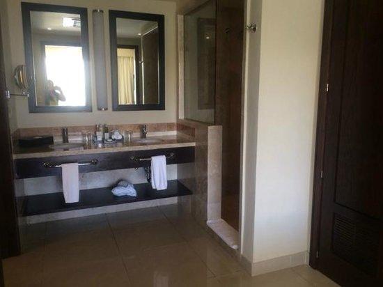 Now Jade Riviera Cancun: bathroom