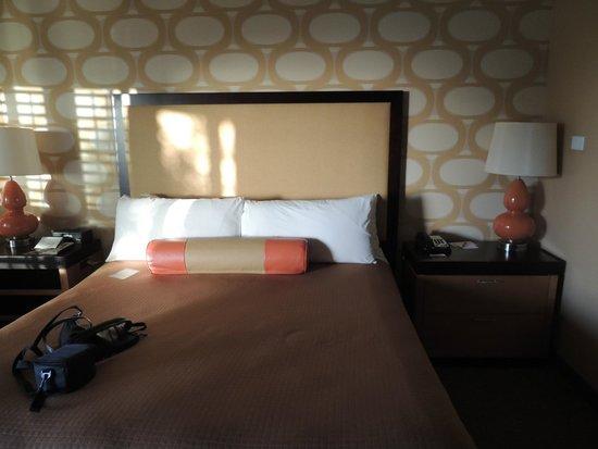 SeaCrest OceanFront Hotel : Comfy bed