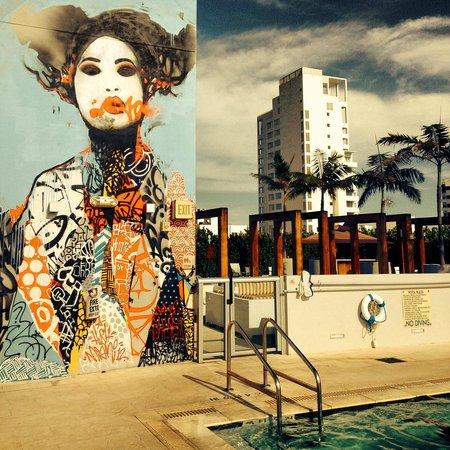 Boulan South Beach: rooftop pool graffitti wall