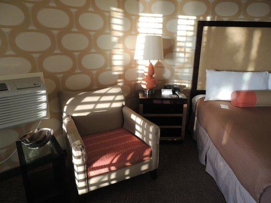 SeaCrest OceanFront Hotel: Comfy room