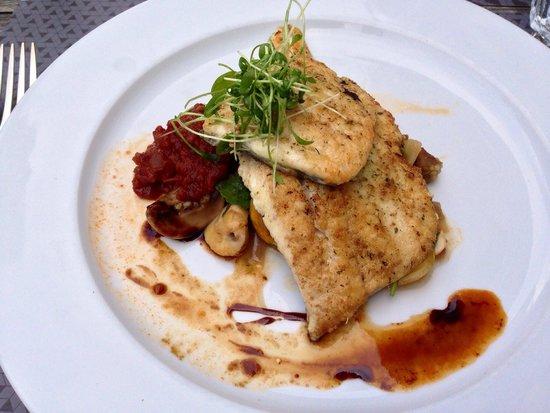 Hotel Stern Luzern: Frischer Fisch mit verschiedenen Salaten