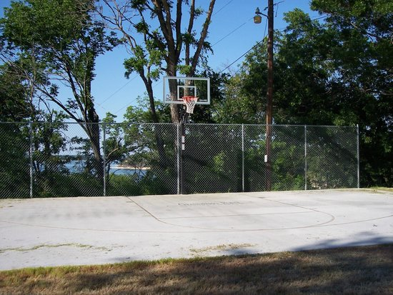 Grandpappy Point : basketball court