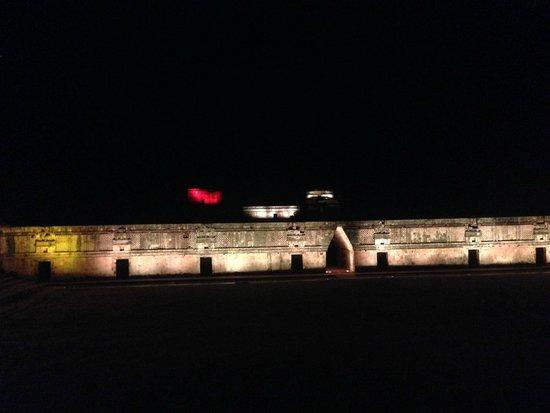 Las ruinas de Uxmal son enormes, uno se siente pequeñito junto a ellas