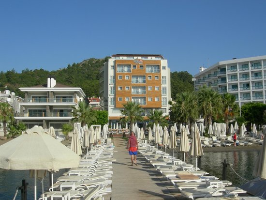 Hotel Cettia Beach Resort: Вид с пляжа