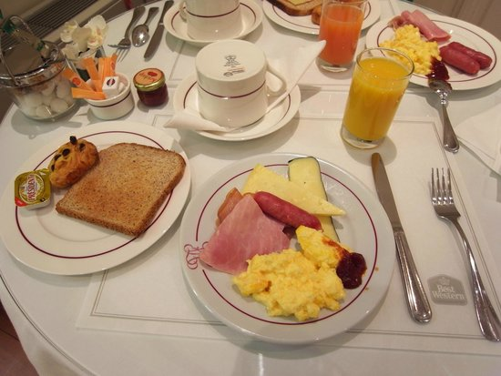 Best Western Grand Hotel Francais: 朝食♪チーズが美味しかったです。