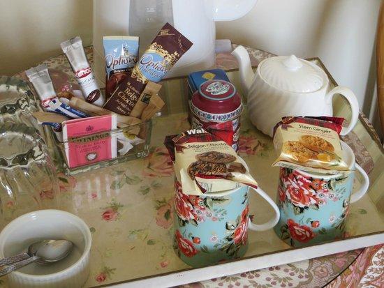 Paradise House B & B: Well-stocked hot drinks tray