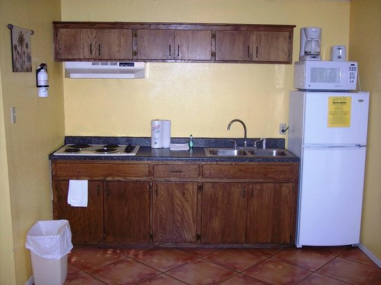 Grandpappy Point : 2 bedroom cabin kitchenette