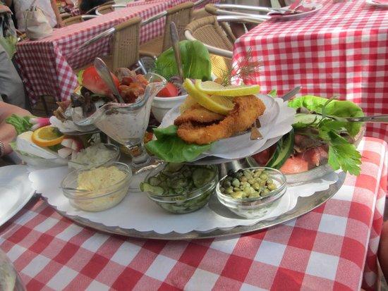 Kanal Cafeen: Our Kanal Platter lunch