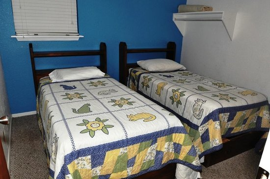 Grandpappy Point: 2 bedroom cabin twin beds
