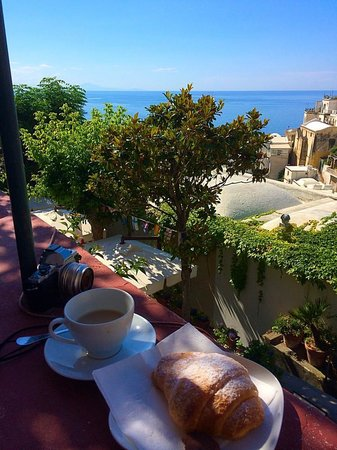 Dimora del Podesta : Breakfast from our room's balcony.