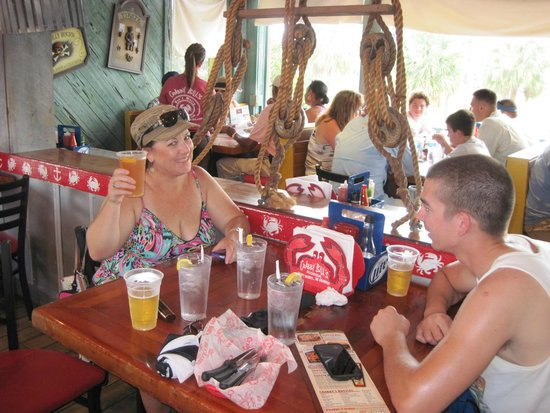 Crabby Bill's Clearwater Beach: Lunch and drinks at Crabby's Bar & Grill