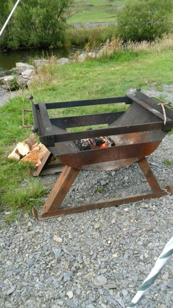 Cwellyn Arms: fire pit