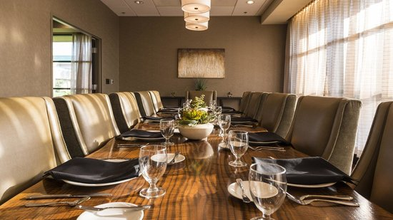 Chickasaw Retreat & Conference Center: Private dining available for large parties