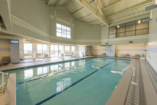 Chickasaw Retreat & Conference Center: Swimming/Hot Tub Area